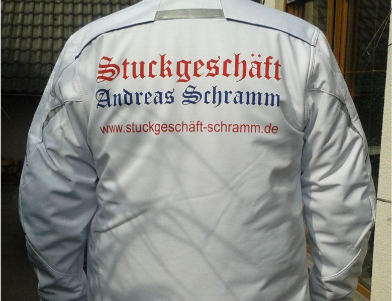 Raithel Werbetechnik und Textildruck - Stuckgeschäft Schramm - Textile Werbung - Workwear